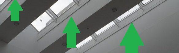 Elpan aan het plafond tussen de ramen gemonteerd