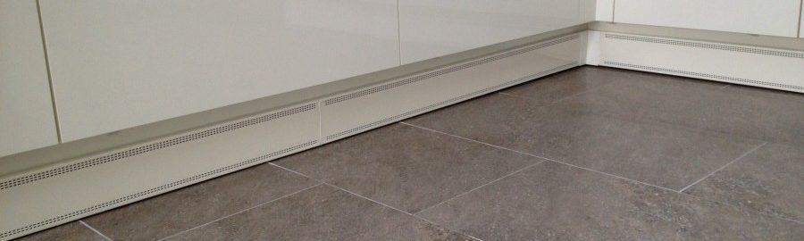 Wanpan plintverwarming onder het keukenblok gemonteerd. Ook in de keuken is Wanpan de oplossing